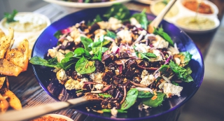 The beginner's guide on how to build a healthy salad cover