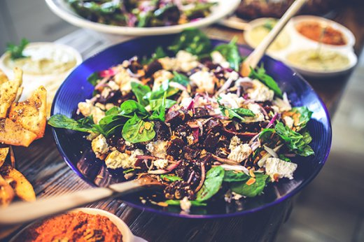 The beginner's guide on how to build a healthy salad